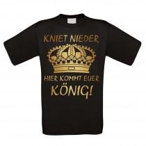 Herren T-Shirt Modell: Hier kommt euer König