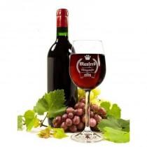 Weinglas mit Namensgravur und Genießer seit Logo