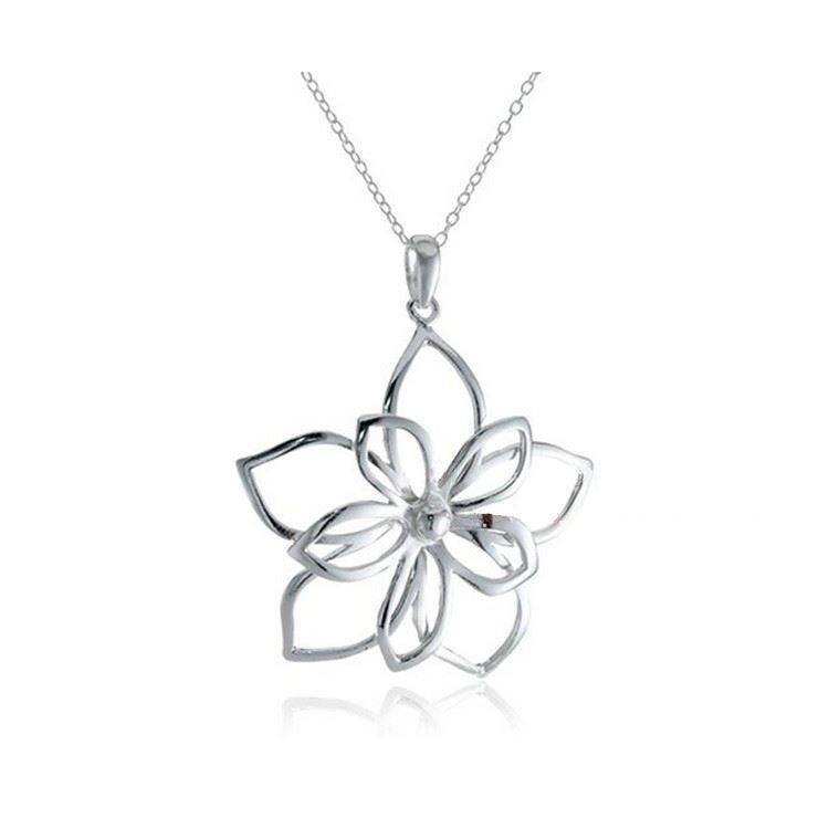 """Halskette mit Anhänger """"Rosenblüte"""""""