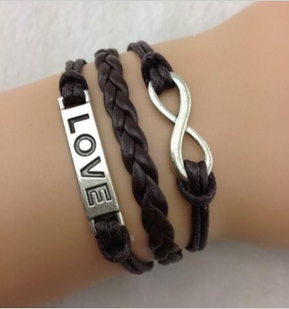Armband mit Love Aufschrift und Unendlichkeitszeichen