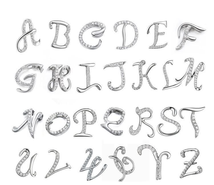Halskette mit Buchstaben Anhänger