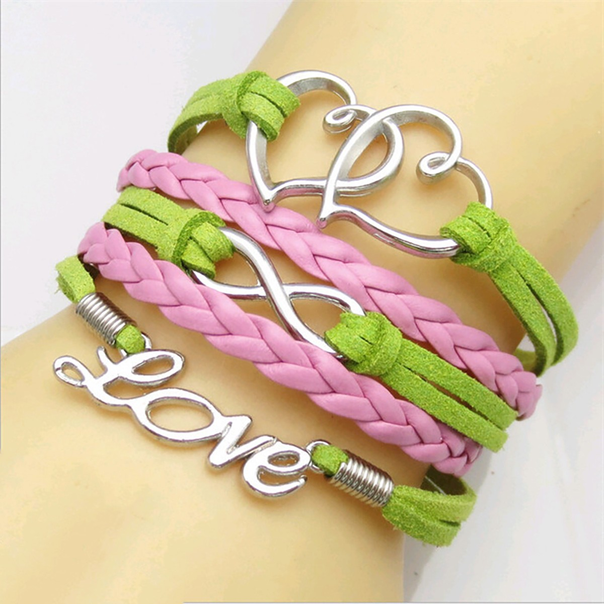 Armband mit Herzen - Love und Unendlichkeitszeichen