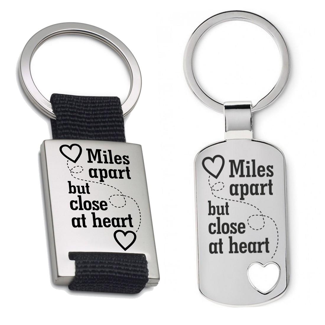 Schlüsselanhänger: Miles apart