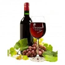 Weinglas mit Namen und Jahreszahl