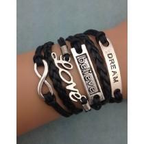 Armband mit Dream, Believe, Love Aufschrift und Unendlichkeitszeichen