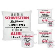 """Kissen oder Tasse: """"Motiv"""" Sie ist mehr als meine """"Name"""" Alibi und Komplizin"""