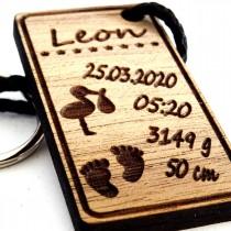 Gravur Schlüsselanhänger aus Holz : Zur Geburt