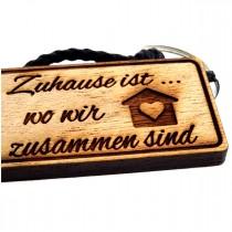 Gravur Schlüsselanhänger aus Holz : Zuhause ist wo wir zusammen sind - Herz Haus