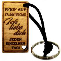 Gravur Schlüsselanhänger aus Holz Modell: Pfeif auf Valentinstag