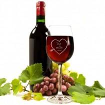 Weinglas mit Herzpfeil und Namen