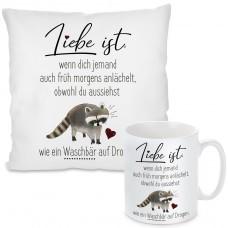 Kissen oder Tasse mit Motiv Modell: Liebe ist, wenn dich jemand auch früh morgens anlächelt.....