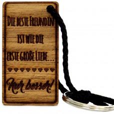 Gravur Schlüsselanhänger aus Holz Modell: Die beste Freundin ist wie die erste grosse Liebe...